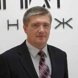 нейрохірург, к.м.н. Бурик В. М. Головний лікар МЦ «Кібер Клініка Спіженка»