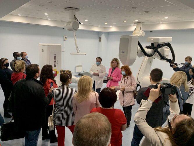 Единственная в Украине роботизированная радиохирургическая система КиберНож